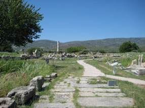 General view of the temple from the Sacred Way, where the pilgrims would arrive