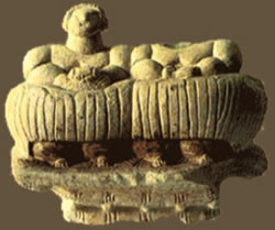 Twin-figured figurine