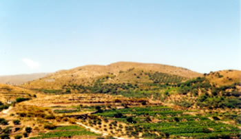View of the Goddess ridge between the two breast-shaped hills when seen from the Hamezi site