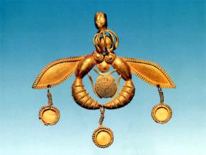 Bee Goddess pendant found at Chrysolakkos